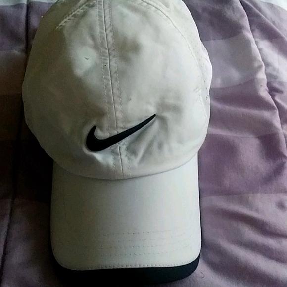 Nike golf 1 Sz  hat $34+Free hat